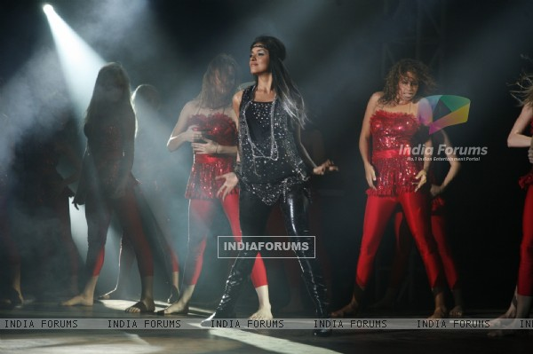 Asin rocks the dance floor