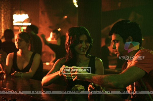 Emraan Hashmi and Soha Ali Khan still image (38617)