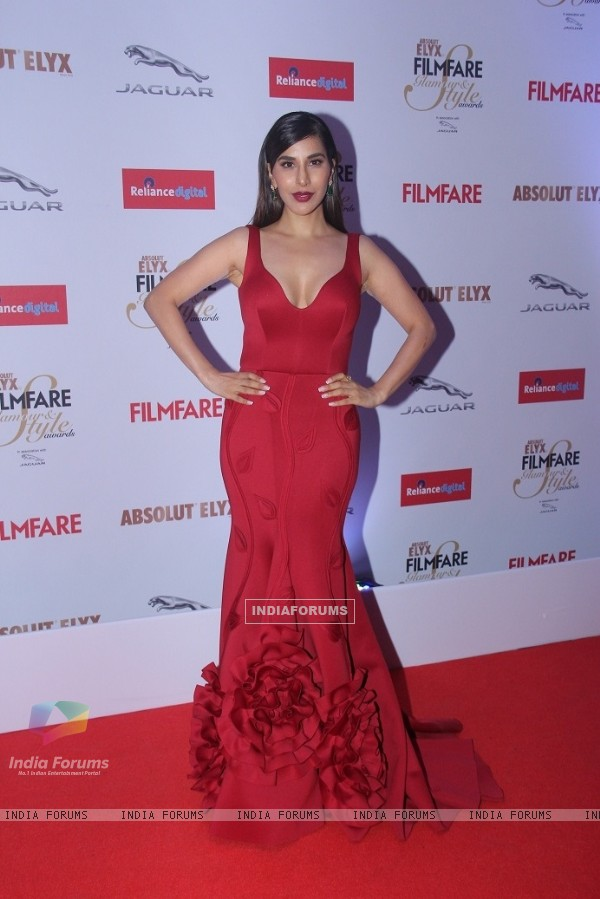 Sophie Choudry at Filmfare Glamour and Style Awards
