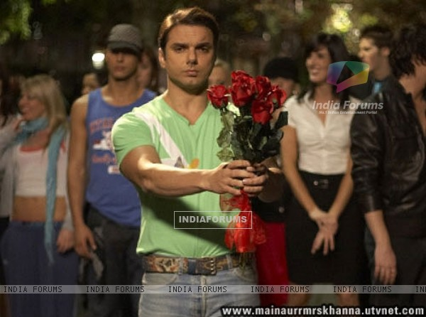 Sohail Khan with red roses (38647)