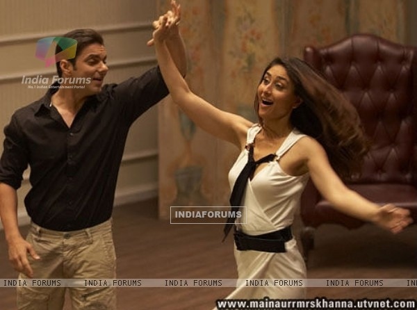 Sohail Khan dancing with Kareena Kapoor (38649)