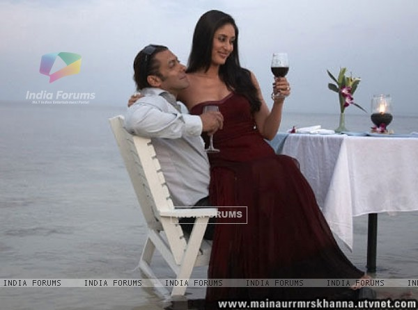 Romantic scene of Salman and Kareena (38655)