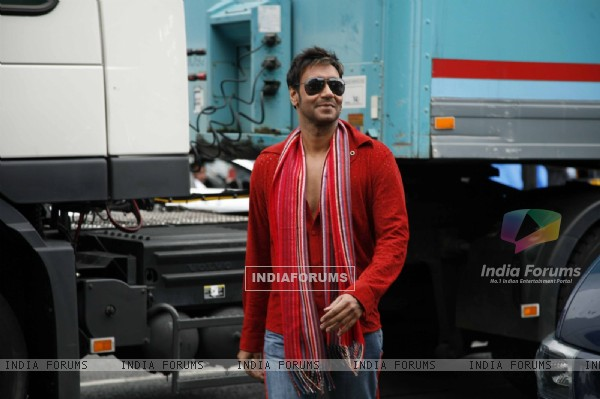 Ajay Devgan looking hot (38664)