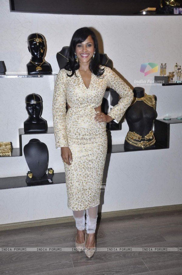Manasi Scott at Launch of New Collection by 'Atosa Fashion'