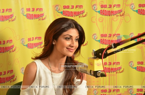 Shilpa Shetty at Radio Mirchi to Promote 'Wedding Da Season'