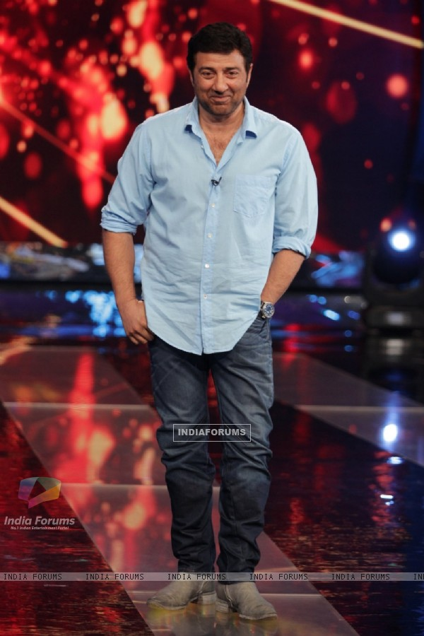 Sunny Deol for promotions of 'Ghayal Once Again' on Aaj Ki Raat Hai Zindagi Show
