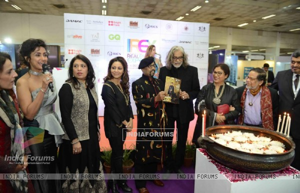 Gauri Khan and Muzaffar Ali at Inauguration of IREX