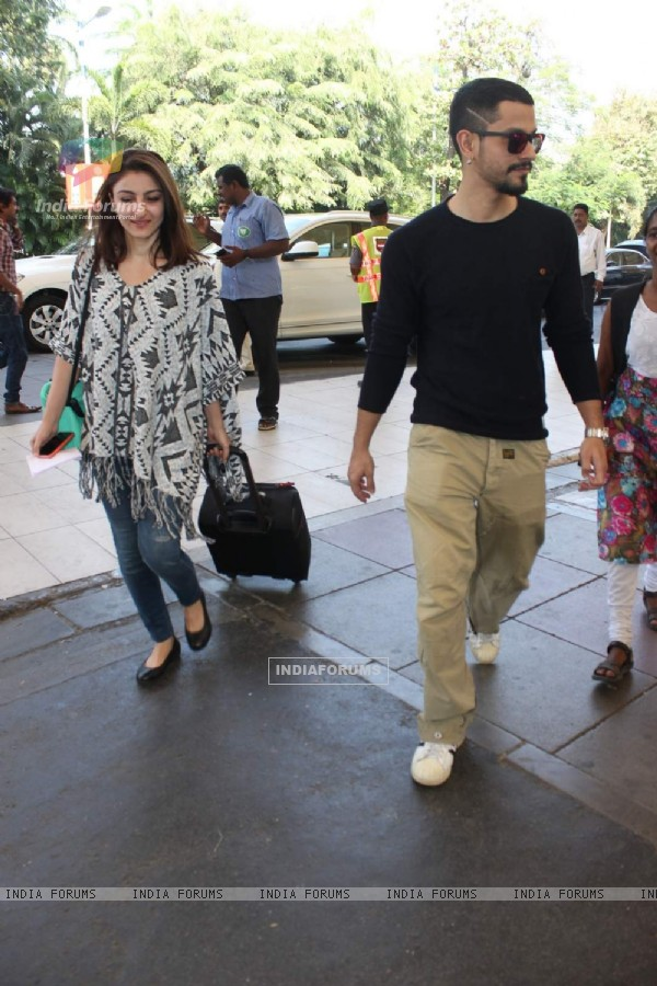Kunal Khemu and Soha Ali Khan Snapped at Airport Snapped at Airport