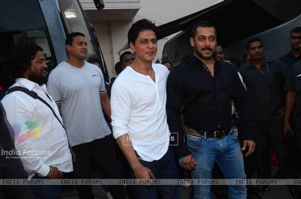 Shah Rukh Khan and Salman Khan Shoots for BB9 Promo