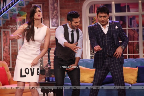 Varun Dhawan and Kriti Sanon Shakes a Leg with Kapil Sharma on 'Manma Emotion' Song