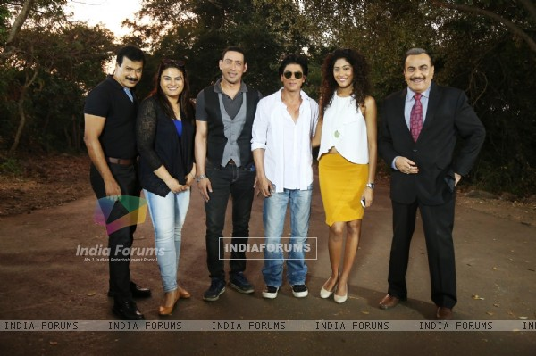 Shah Rukh Khan for Promotions of Dilwale on C.I.D