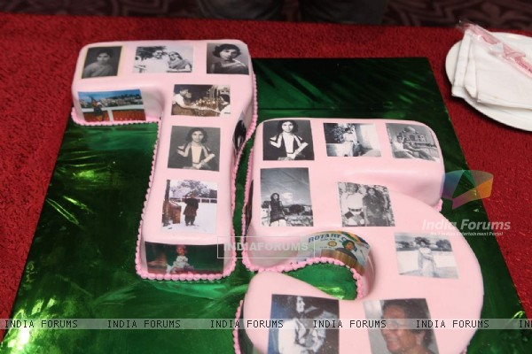 Cake of Bikramjeet Kanwarpal Mother's Birthday