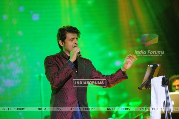 Bollywood Singer Sonu Nigam Performs for 'Spirit of India'