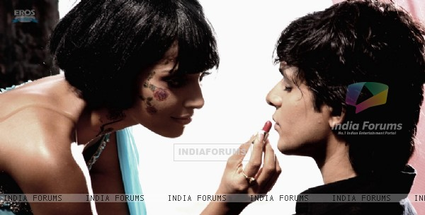 Bipasha Basu doing make-up of Maradona