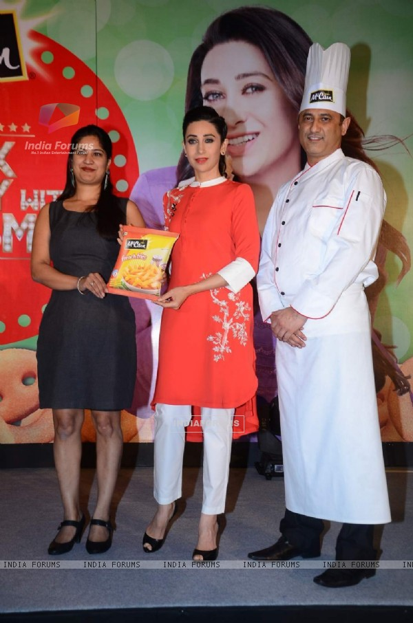 Karisma Kapoor at Promotions of McCain Food Products