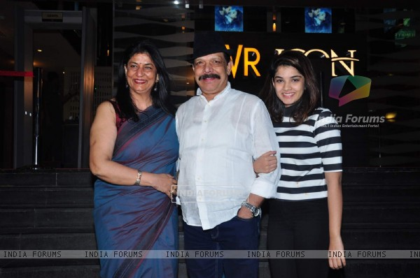 Govind Namdeo with his daughter and wife at Special Screening of Dilwale