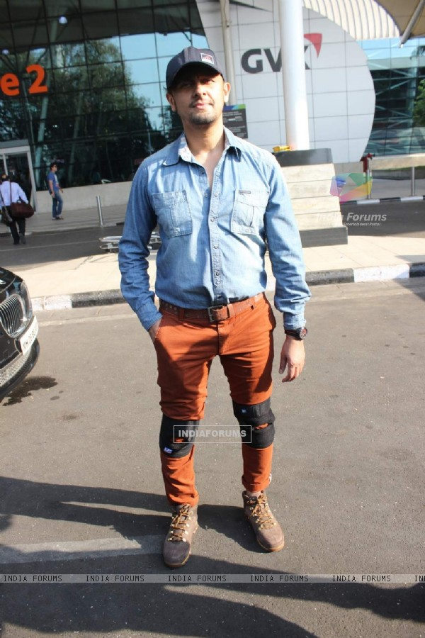 Sonu Nigam Snapped at Airport