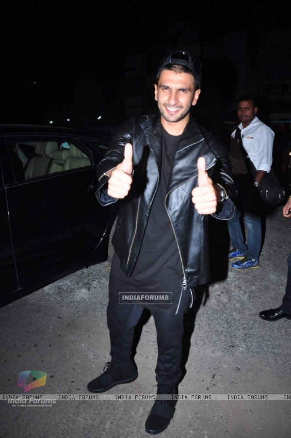 Ranveer Singh Visits Cinema Theatres for Bajirao Mastani Promotions