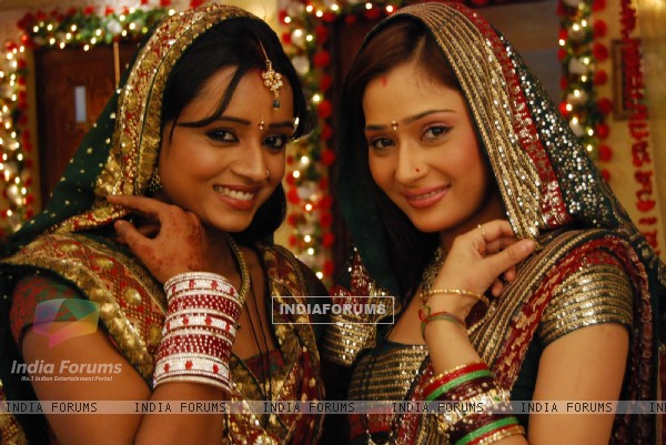 Sadhna and Ragini looking gorgeous
