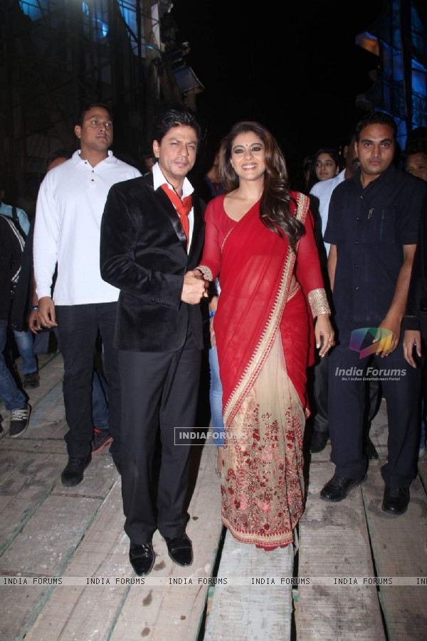 Kajol - SRK Snapped at the Backstage of Stardust Awards
