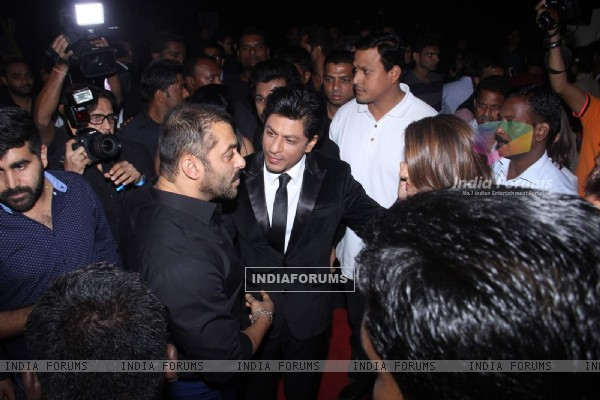 Shah Rukh Greets Salman at the Backstage of Stardust Awards