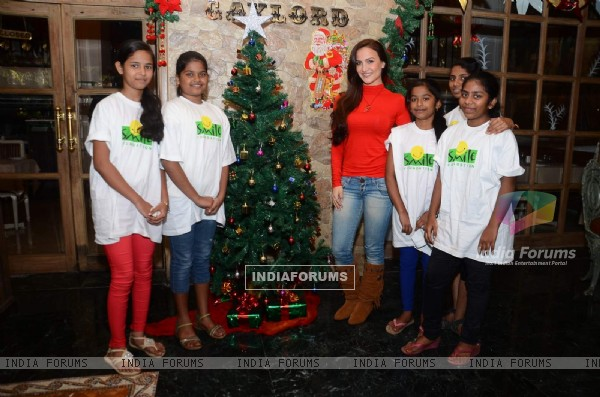 Elli Avram Celebrates Christmas with Kid