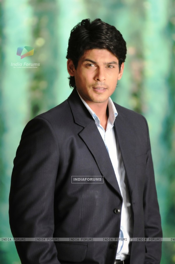 Siddharth Shukla looking gorgeous