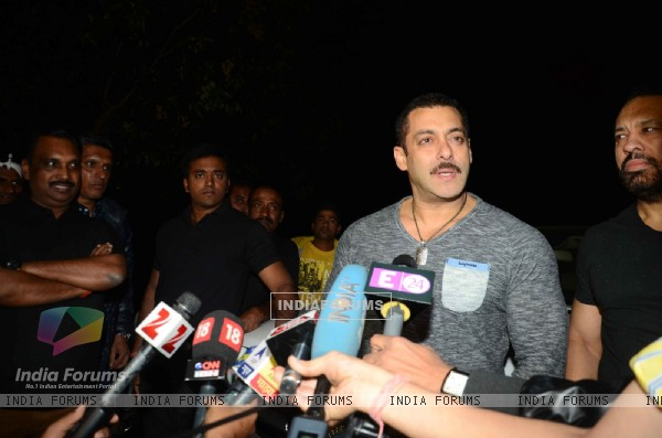 Salman Khan Celebrates his Birthday at His Karjat Farm House