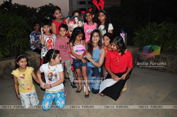 Kriti Sanon Celebrates Christmas wit Kids