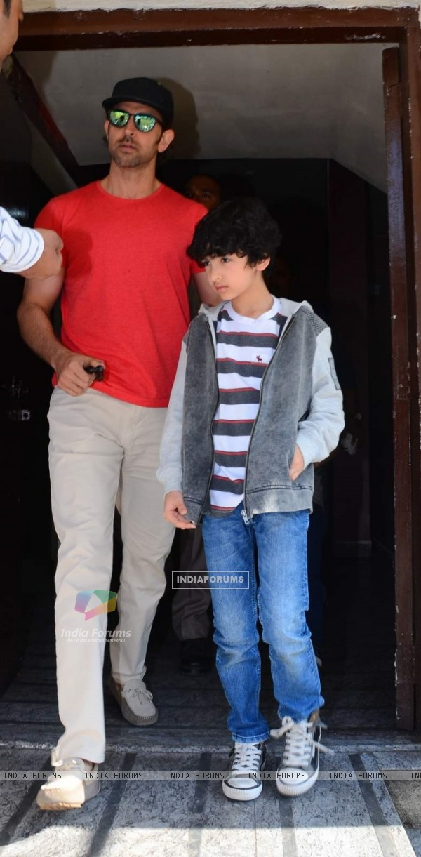 Hrithik Roshan Snapped With Kids at PVR