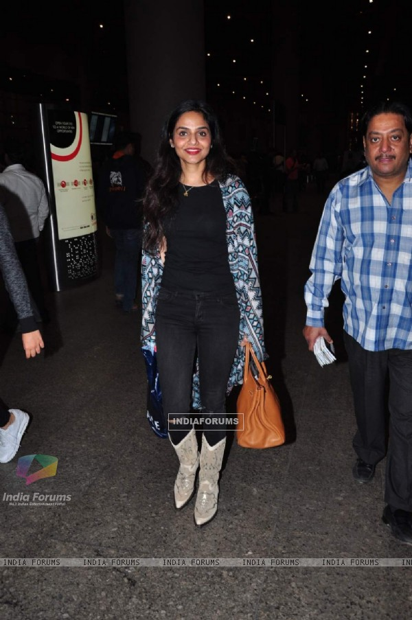 Madhoo Snapped at Airport