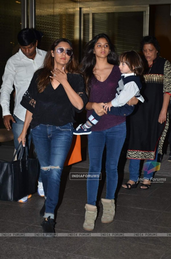 Gauri Khan, Suhana Khan and AbRam Khan Snapped at Airport