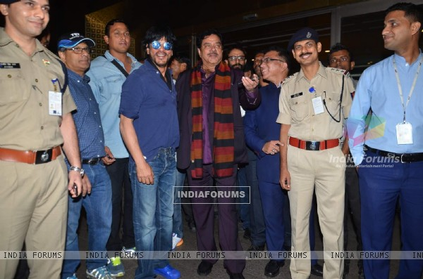 Shatrughan Sinha and Shah Rukh Khan Snapped at Airport