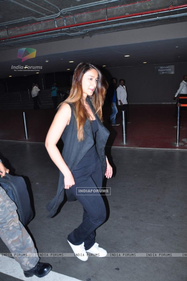 Pretty Ileana D'cruz  Snapped at Airport