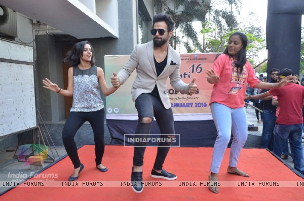 Rithvik Dhanjani Shakes a Leg with Students of Narsee Monjee College at 'He for She' Event