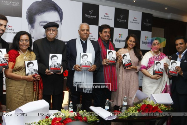 Shri L. K Advaniji, Sonakshi, Poonam and Shatrughan Sinha at Book Launch of 'Anything but Khamosh'
