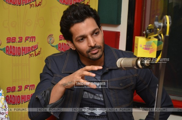 Harshvardhan Rane Goes Live at Radio Mirchi for Promotions of Sanam Teri Kasam