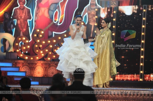 Deepika Padukone giving her speech after receiving her Award at the 22nd Annual Star Screen Awards