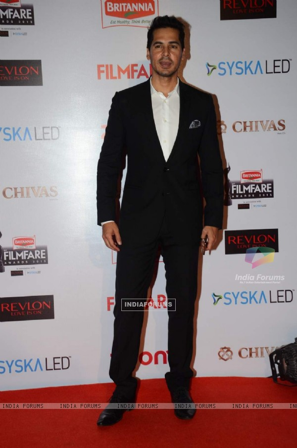Dino Morea at Filmfare Awards - Red Carpet