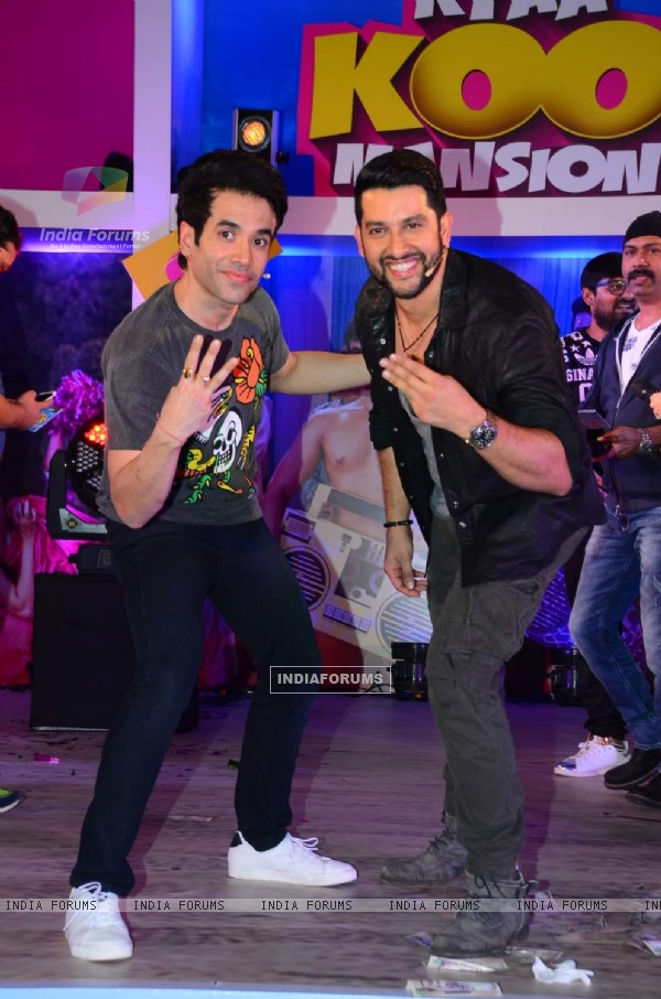 Tusshar Kapoor and Aftab Shivdasani Pose for Media at Promotions of Kyaa Kool Hai Hum 3