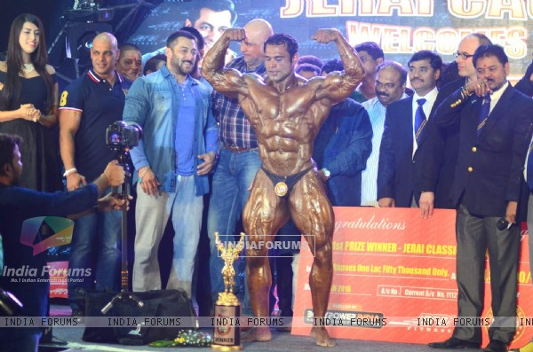 Salman Khan With Winners at Fitness Expo