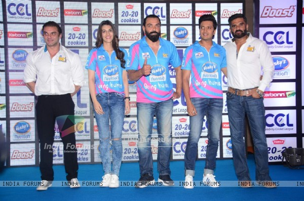 Sohail, Kriti, Bobby, Riteish and Suniel at Launch of Celebrity Cricket League 6