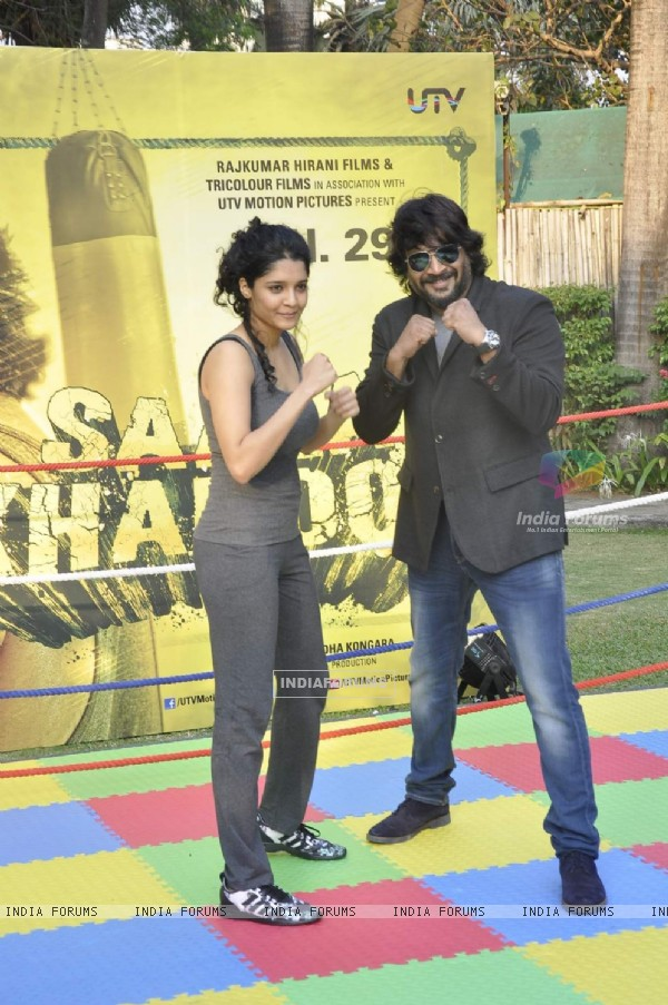 R. Madhavan and Ritika Singh at Promotions of 'Saala Khadoos'