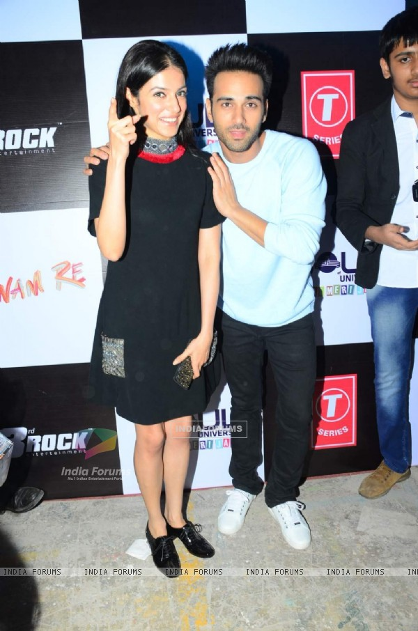 Divya Khosla and Pulkit Samrat at College Fest for Promotions of Sanam Teri Kasam