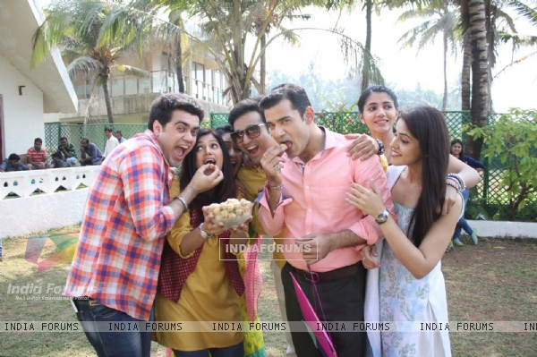 'Bhaage Re Mann' Team Celebrate Sankranti on Sets