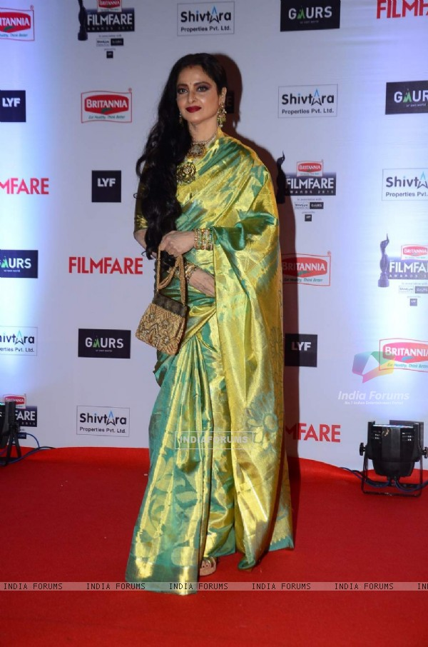 Rekha at Filmfare Awards 2016