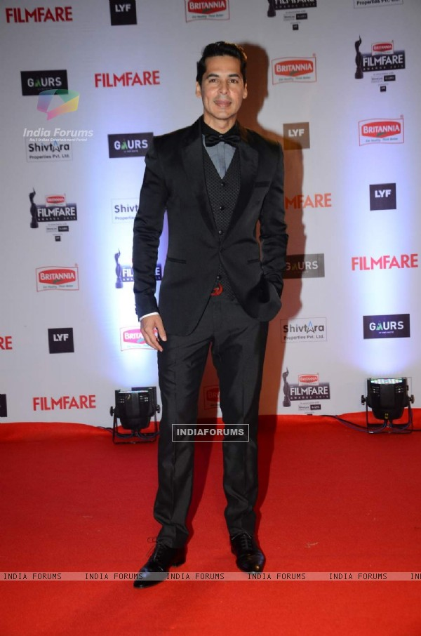 Dino Morea at Filmfare Awards 2016