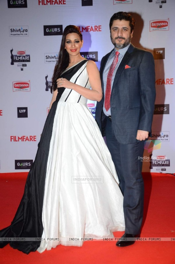 Sonali Bendre and Goldie Behl at Filmfare Awards 2016
