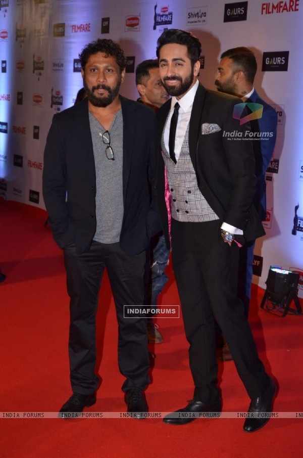 Shoojit Sircar and Ayushmann Khurrana at Filmfare Awards 2016