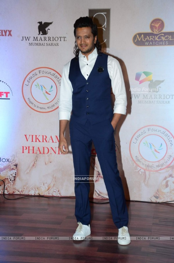 Riteish Deshmukh in his New Long Hair Look at Vikram Phadnis' 25th Anniversary Celebration